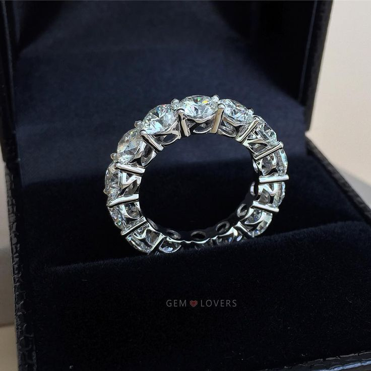 #diamond #dia #highqualitydiamonds #diamonds #diamondring #ювелирныеукрашения #помолвка #sapphirering #luxury #бриллиант #бриллианты #exclusivejewelry #cristal #diamondsjewellery #diamondselect #diamondpendant #diamondearrings