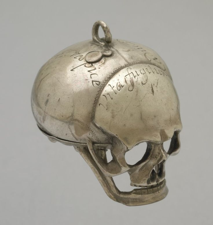 Another skull watch, 1650. This one in the British Museum.  I'm in an antique skull mode right now!
