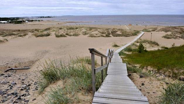Pitkiä hiekkarantoja yhdistetään harvoin Suomeen. Niitä kuitenkin löytyy. Nämä upeat maisemat ovat Kalajoen hiekkasärkiltä.