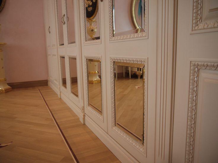 Отдельно стоящие и встроенные предметы интерьера, сделанные на заказ - это то что заметно с первого взгляда. Наши дизайнеры помогут воплотить Ваши идеи в реальность, учитывая все пожелания,мы гарантируем,что такая мебель гармонично впишется в Ваш интерьер. Будь это небольшая прихожая или массивная классическая библиотека.