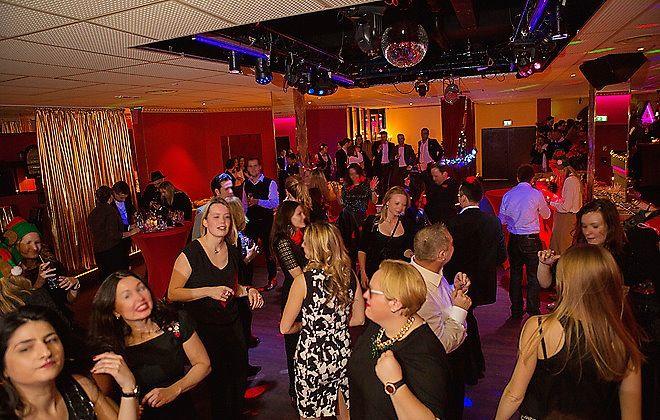Die ganze Nacht Tanzen und Silvester feiern im ATMOSFAER bei München. #Munich #Silvester #Club #ATMOSFAER #Party http://blog.eventsofa.de/silvesterlocations-2016-silvesterparty-organisieren/