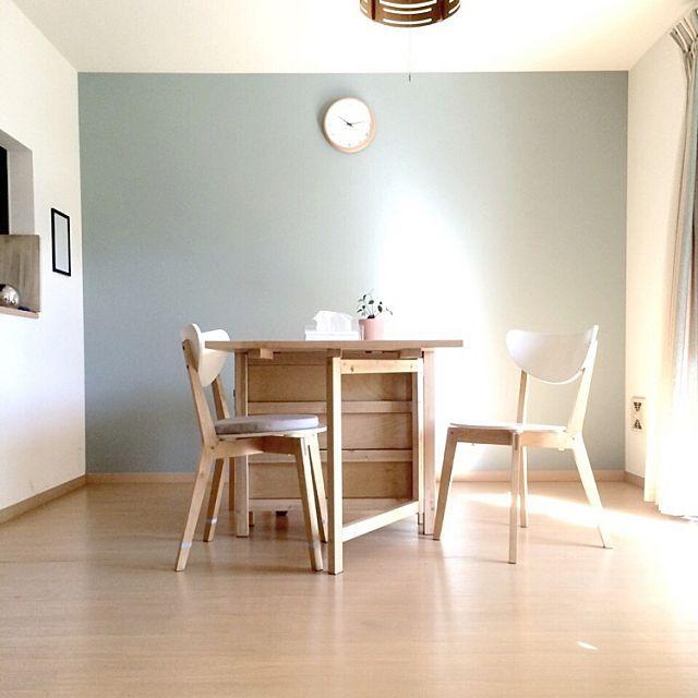 女性で、2LDKのアクセントクロス/時計/IKEA/北欧/ミニマリストに憧れて/賃貸だけど……などについてのインテリア実例を紹介。「 イベント用に再投稿。 我が家で1番お気に入りの 水色のアクセントクロス。 」(この写真は 2016-05-07 15:37:10 に共有されました)