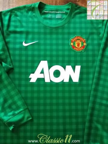 Relive Manchester United's 2012/2013 season with this original Nike goalkeeper football shirt.