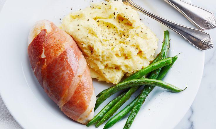 Rehaussez la saveur de votre poitrine de poulet standard et faites-en un délicieux repas sophistiqué en utilisant un ingrédient supplémentaire : le prosciutto.