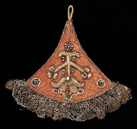 Украшения кос в России были значимой частью праздничных нарядов.