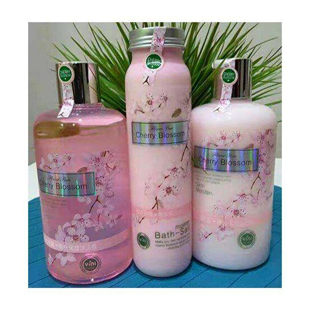 【_prettydesire】さんのInstagramをピンしています。 《CHERRY BLOSSOMS SET RM35 + POSTAGE RM15 (SM) RM30 (SS) . Bekas pun cantik kan? Comel je sesuai sangat untuk di jadikan sebagai hadiah, hantaran pertunangan atau perkahwinan etc. Nak bagi hadiah kat mak pun boleh 👍 sempena harijadi 📌📌3 in 1 : Cherry Blossom Moisture Bath salt scrub 400gm Cherry Blossom Bath Moisten Shower cream 500ml Cherry Blossom Moisturizing Tender Lotion 500ml 📌📌KEBAIKAN & KELEBIHAN SET MANDIAN CHERRY BLOSSOM : ~Langsung tidak…