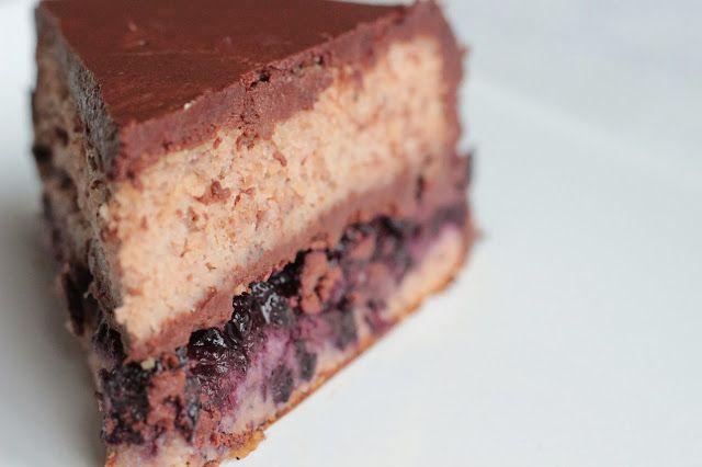Kaštany + borůvky + čokoláda  #paleo #bezlepku   http://www.veseleboruvky.cz/2013/12/kastanovy-dort-s-boruvkami-cokoladovym.html#more