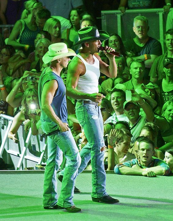 Kenny Chesney + Tim McGraw = sexy!