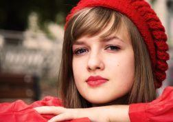 Kaylee DeFer visage Glance lèvres rouges aux cheveux Célébrités hiver chapeau papier peint Brown filles