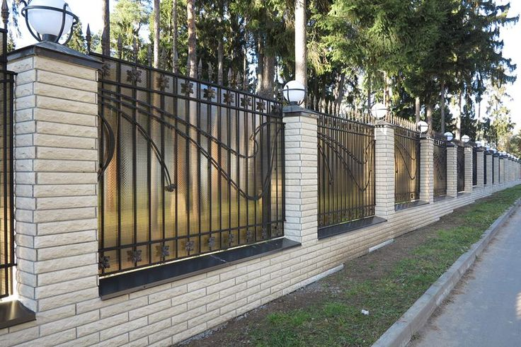 Изготавливаем быстро и в надлежащем качестве большое количество изделий данной номенклатуры. Заборы металлические.