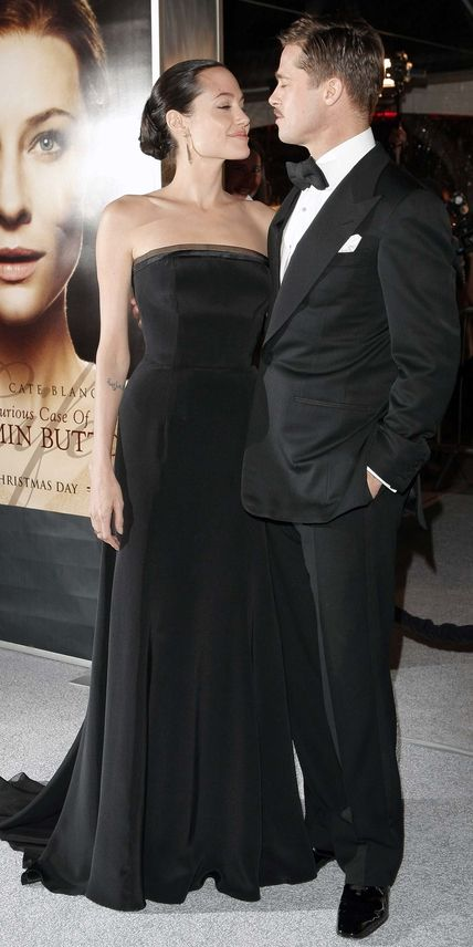 Looking très sophistiqué in all black, Brad Pitt and Angelina Jolie enjoyed each other's company while walking the red carpet at the L.A. premiere of The Curious Case of Benjamin Button in 2008.