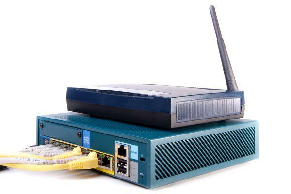 Jak bránit domácnost před kyberzločinci - jako první se zaměřte na router: https://www.antivirovecentrum.cz/aktuality/jak-branit-domacnost-pred-kyberzlocinci.aspx