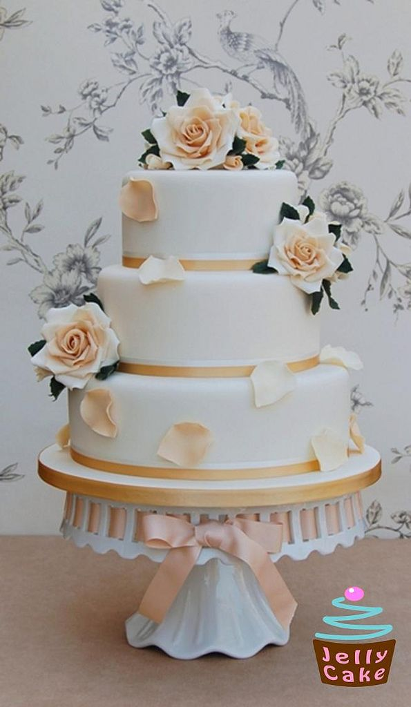 Gold and Ivory Roses Wedding Cake | A 3 tier Wedding Cake de… | Flickr