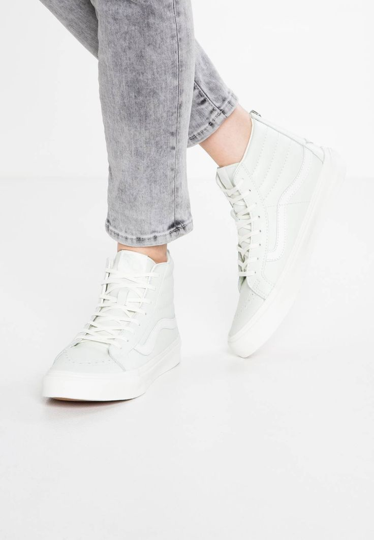 Vans. SK8-HI SLIM ZIP - Sneaker high - zephyr blue/blanc de blanc. Sohle:Kunststoff. Decksohle:Textil. Innenmaterial:Lederimitat/Textil. Details:Ziernähte. Obermaterial:Leder. Verschluss:Reißverschluss. Fütterungsdicke:kalt gefüttert. Schuhspitze:rund. Absatzform:...