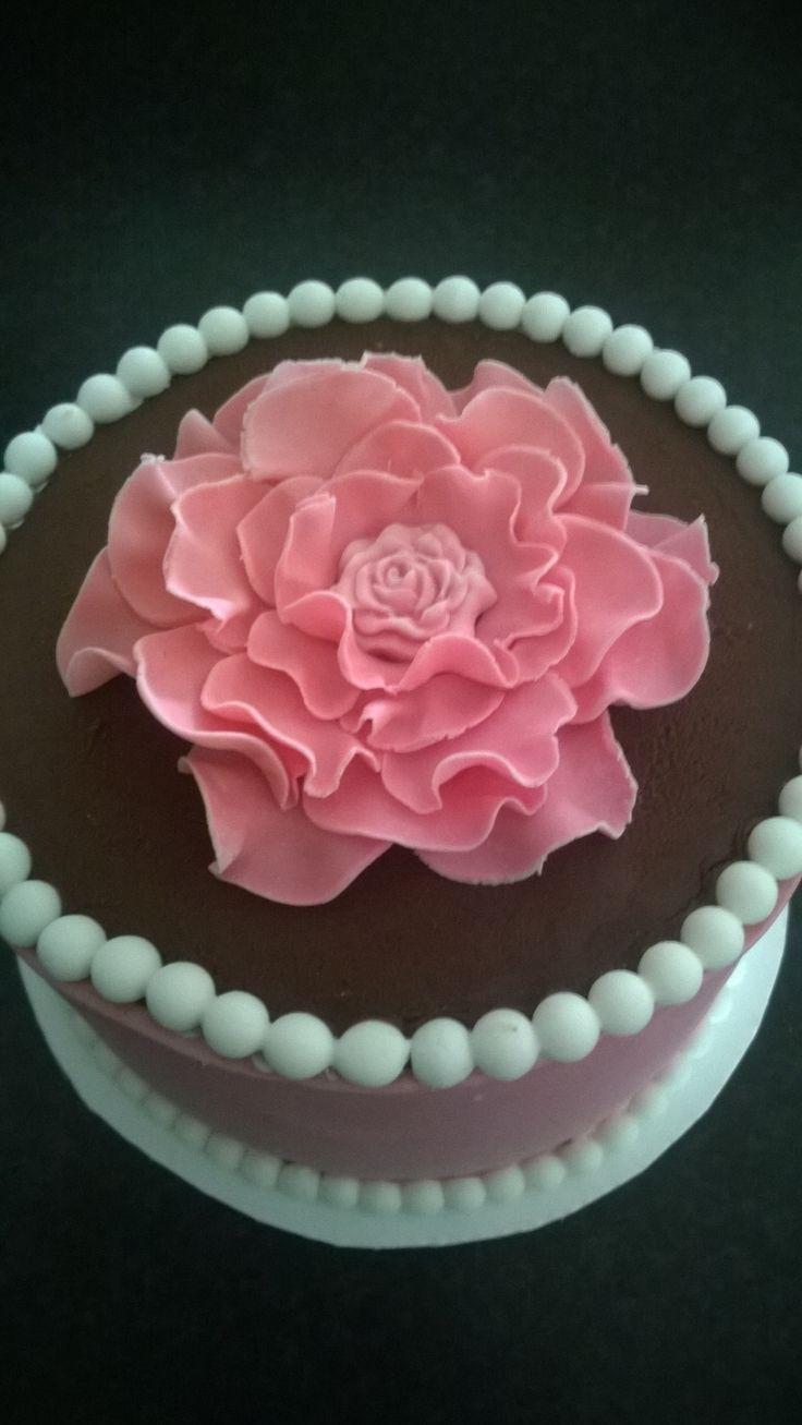 chocolade ganache taart met de bloem van Taart van Roos