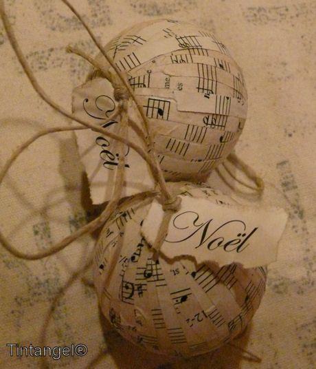 Zelf Kerstballen maken van oude bladmuziek