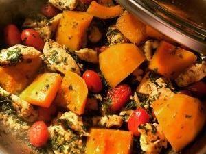 C'est une nouvelle recette de tajine que nous avons préparé : untajine de poulet au potiron. Nous avions cassé notre petit plat à tajine, aussi nous voulions essayer l'espère de couvercle à tajine en verre qui s'adapte sur les sauteuses… Après quelques aménagement il fera l'affaire le temps que nous trouvions le plat en terre […]Related posts:tajine de poulet aux artichauts et carottes Tajine oeuf boulettes tajine aux 6 légumes - tajine de poulet au potiron