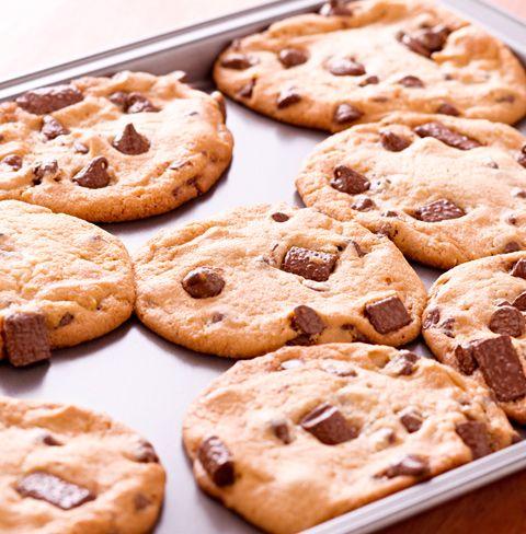 Las cookies son unas galletas especiales, grandes e irregulares, pero sobre todo están buenísimas. Hay muchas ideas de prepararlas pero hoy voy a darte la