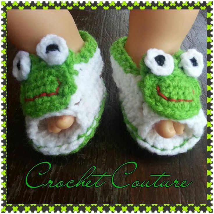 Newborn Frog Sandal pattern on Craftsy.com. Aren't these adorable. Pattern only $2.50.
