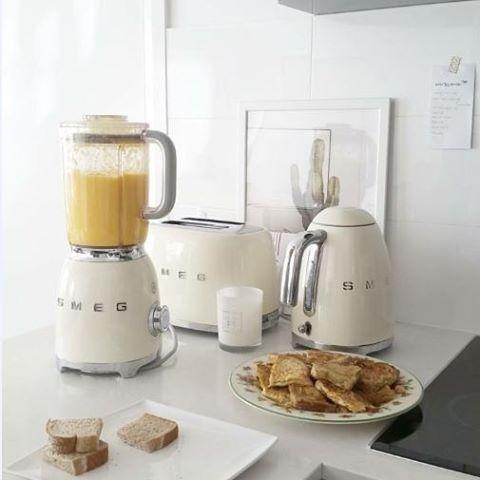How we like to start our day... @gomyaong #smegusa #breakfast #smallappliances #kitcheninspo #retrostyle #blender #kettle #toaster #pancakes #breakfast #styleinspiration #kitchen #homesweethome #goodvibes #smoothie #design #homedecor #kitchendesign #cooking #brunch #goodmorning #healthyfood #gift