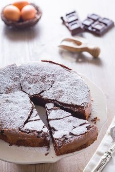 Torta tenerina Cioccolatofondente 200 g Burro100 g Uovamedie 4 Zuccherosemolato 150 g Farinatipo 00 50 g