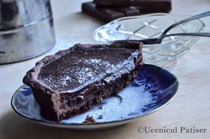 Dark Chocolate Raspberry Souce Tart  Tartă de ciocolată cu sos de zmeură