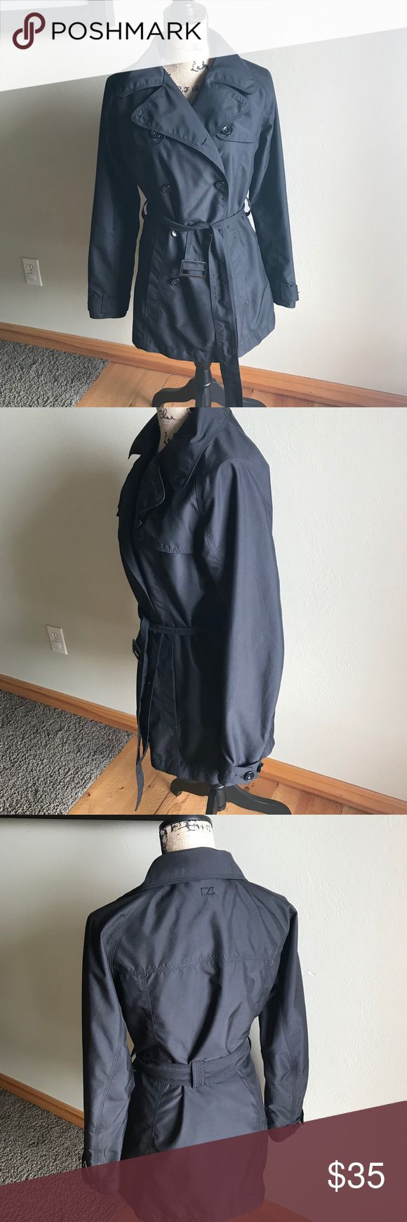 Cutter and Buck short trench coat In excellent condition
