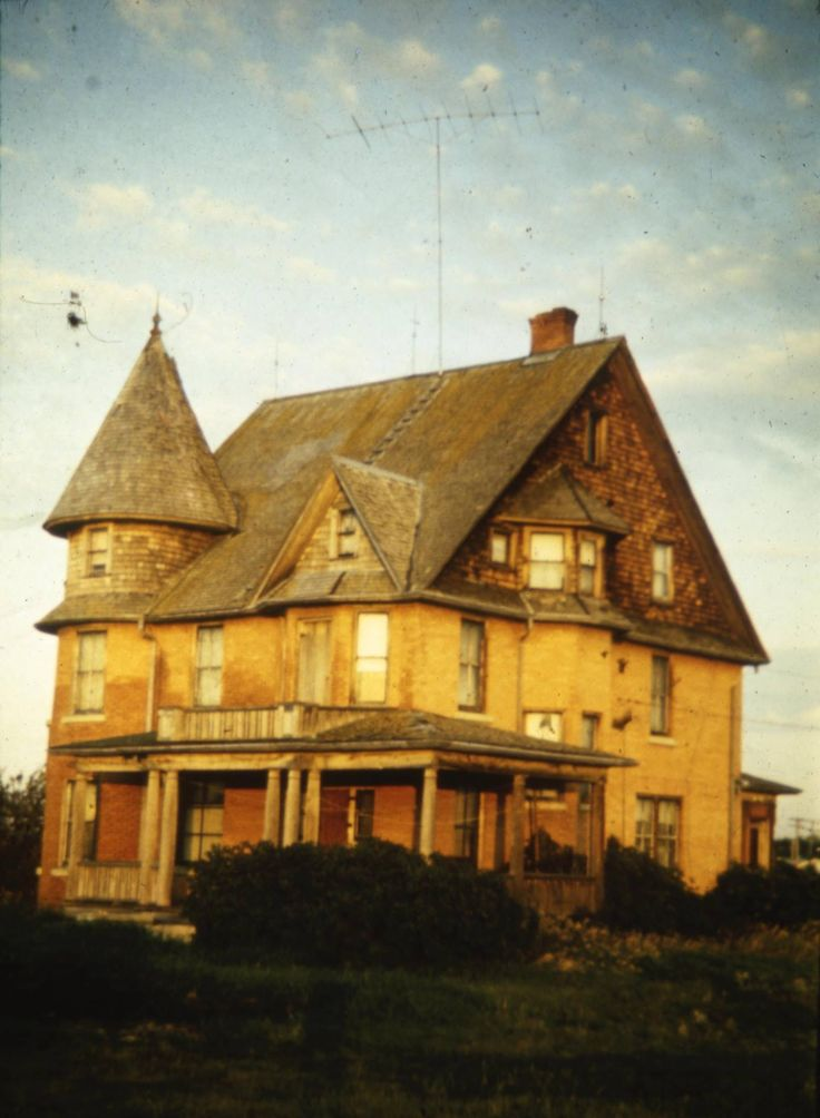 The Cronquist House, when it was still standing by itself in West Park. Many thought this old Edwarding mansion was haunted. Red Deer, AB