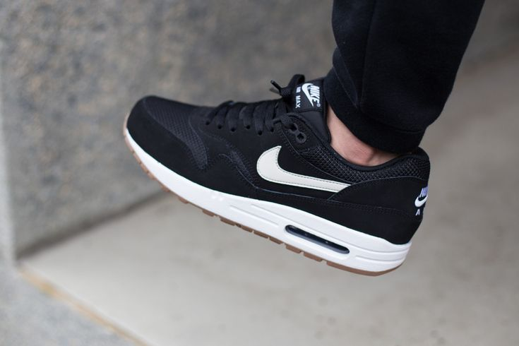 nike-air-max-1-essential-black-white-gum-1