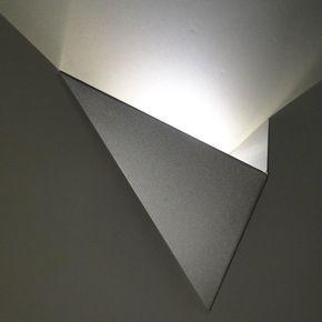 Achat de magnifique applique murale LED design et moderne en forme de triangle - coloris argent - Acheter une belle applique led tendance pas cher à Paris