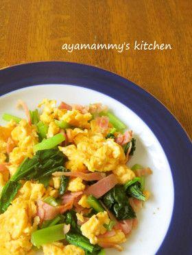 ベーコンと小松菜☆卵のマヨネーズ炒め|卵・ベーコンスライス・小松菜・マヨネーズ・塩・胡椒