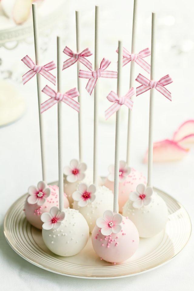 Cake pops con flor y lazo