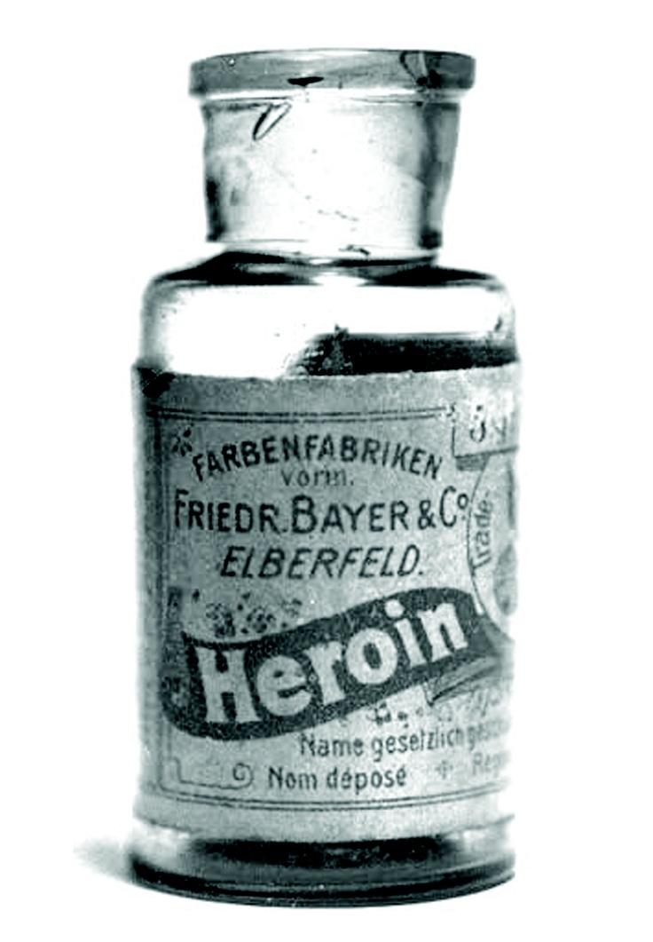 A bottle of Bayer's heroin. Between 1890 and 1910 heroin was sold as a   non-addictive substitute for morphine. It was also used to treat children   with strong cough. Es importante conocer como algunas drogas se han utilizado en el campo de la medicina, tal como la heroína. #heroína #medicina #historia
