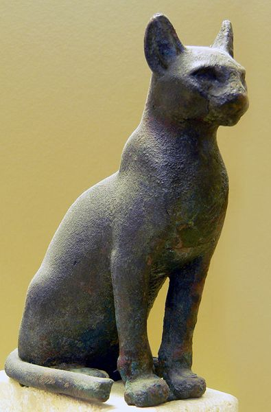 Chat égyptien, statuette représentant Bastet, musée de Senckenberg, Francfort-sur-le-Main.