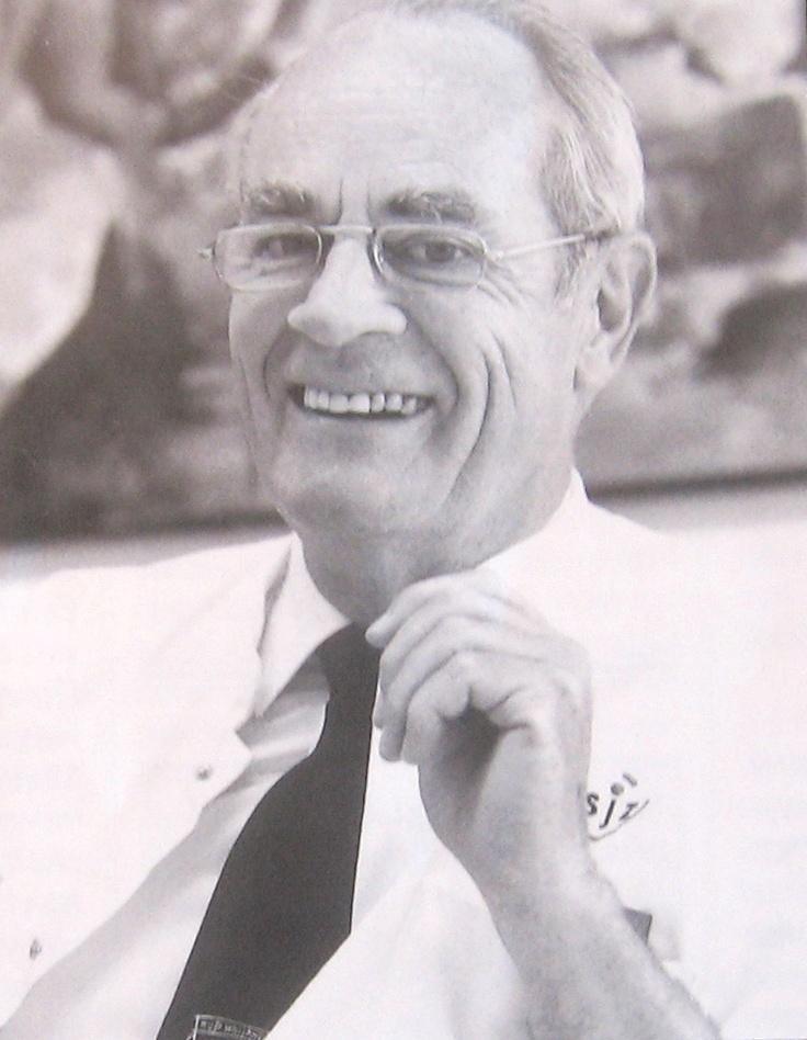 Kroniek van 75 jaar Verloskunde en Gynaecologie Met een knipoog blikt dokter Jan Meuwissen terug op de periode dat hij als gynaecoloog werkzaam was. Zelf merkt hij in 'Ten geleide' op: 'Ik had het voorrecht alle hoofdrolspelers in deze kroniek van min of meer nabij mee te maken en vertel over het reilen en zeilen van de afdeling verloskunde en gynaecologie in de jaren 1936 tot 1996, het jaar van mijn afscheid. In de kroniek worden de ontwikkelingen van 1996 tot 2011 kort beschouwd door d