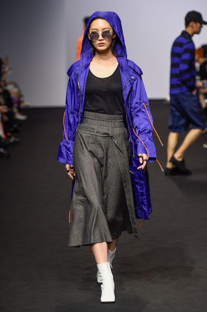 FOR ART'S SAKE GETAWAY at Seoul Fashion Week DOZOH SS18. Seen in Vogue Online.