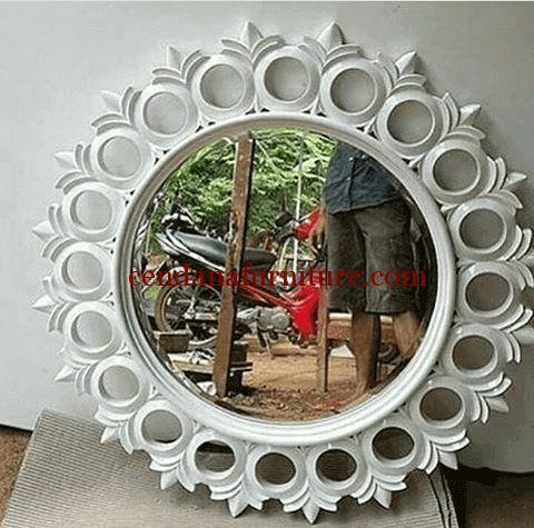 Cermin Dinding Donut Putih