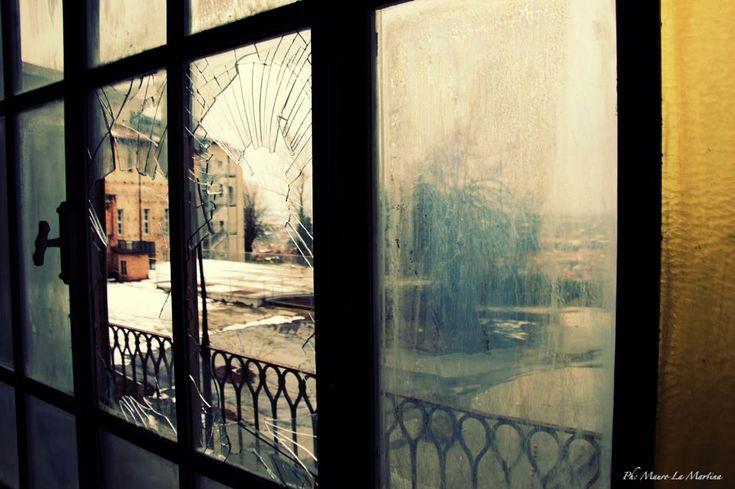 finestra sull'abbandono by mauro la martina