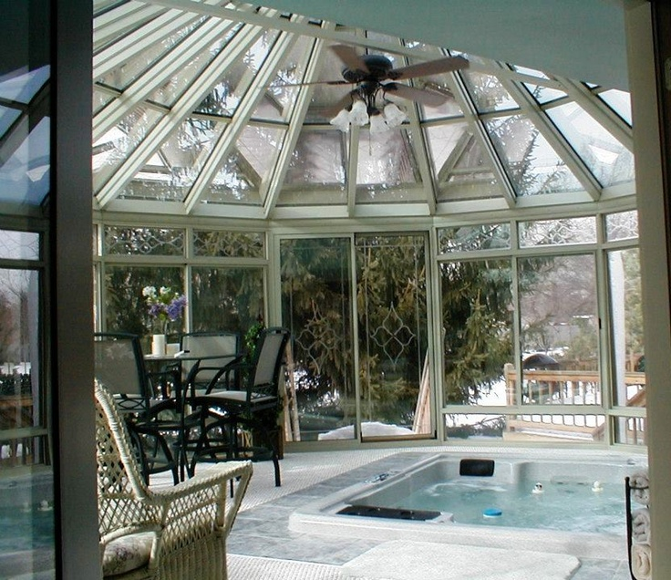 Beautiful Sunroom with Hot Tub