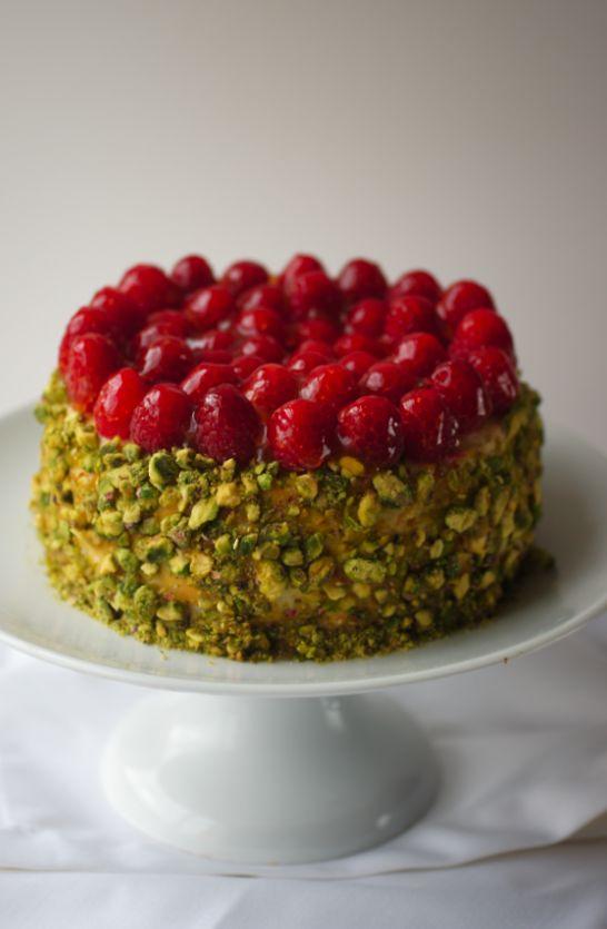 Poires au Chocolat: Raspberry and Pistachio Baked Cheesecake