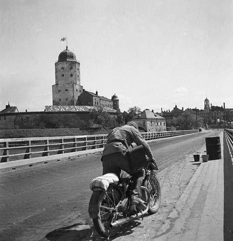 Suomen lippu haettiin Viipurin linnan tornista aivan viime hetkillä.