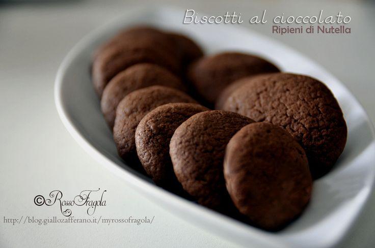 Biscotti al cioccolato ripieni di nutella,cioccolato,biscotti,dolci,dessert,dolci alla nutella,biscotti alla nutella,