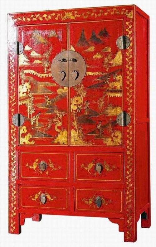Mooie rode bruidskast, dit type kasten worden gemaakt van antieke kasten die gerestaureerd worden