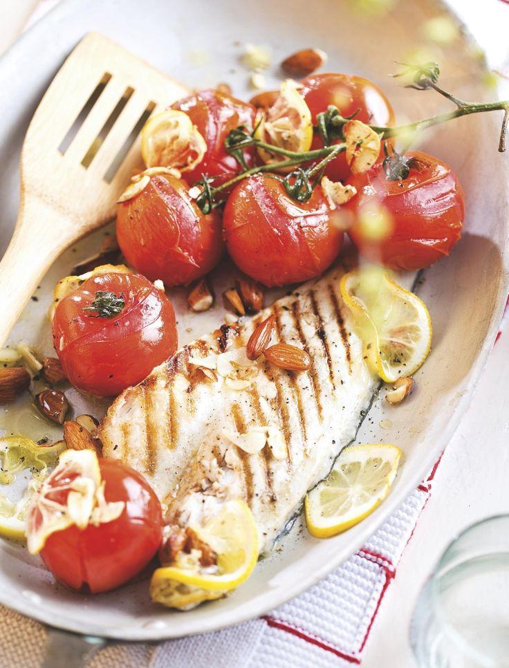 Neem de filets voorzichtig uit de pan en leg ze nog ca. 4 minuten bij de tomaten in de oven. Eetsmakelijk!