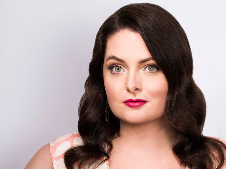 Lauren Ash on Playing Dina on 'Superstore' & Her Real Opinion on Chicago Deep Dish