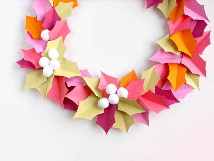 Une couronne de houx en papier pour célébrer l'arrivée de l'automne une idée de décoration simple pour égayer vos murs !