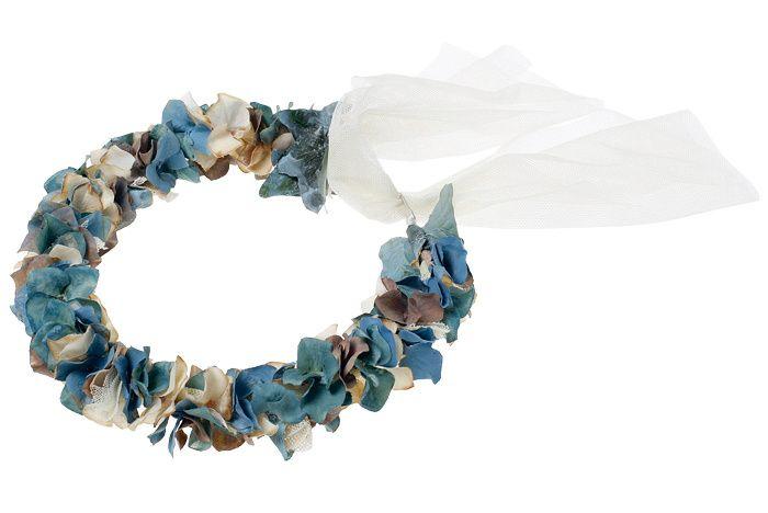 Shopping novias vestido campestre y brillante: corona de flores de Navascués