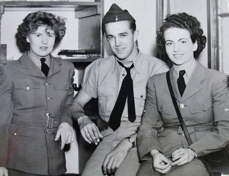Unidentified members of the RCAF who served at RCAF Centralia, Ontario, probably in 1943 or 1944. For more: www.elinorflorence.com/blog/rcaf-women-photographer