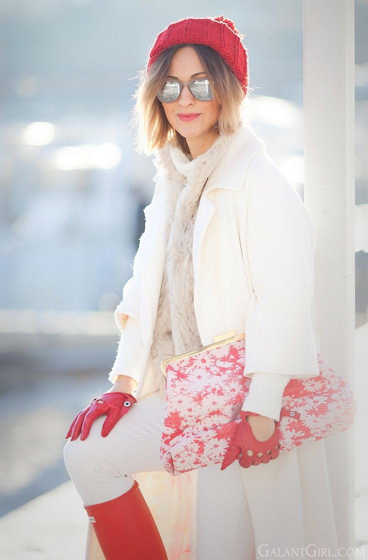 stella mccartney clutch | red hunter boots | white coat outfit for winter | | fashion blogger Ellena Galant