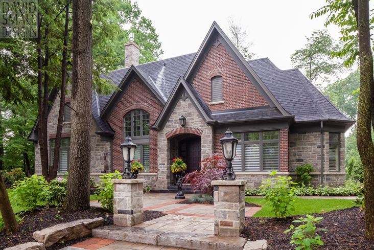 Best 20 brick siding ideas on pinterest stone siding for Small brick ranch homes